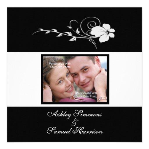 Invitación blanca del boda de la foto de la flor q