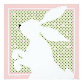 Invitación blanca del brunch del conejito de