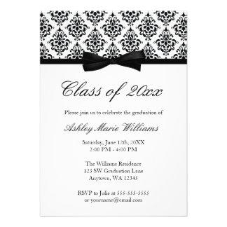 Invitación blanca negra de la graduación del arco