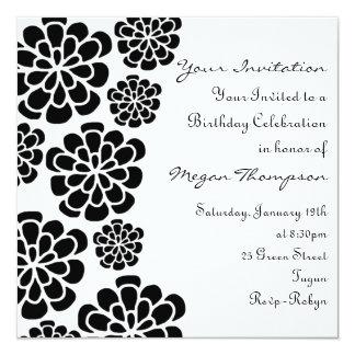 Invitación blanca y negra del cumpleaños de la