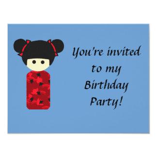 Invitación brillante del cumpleaños de Kokeshi