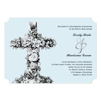 Invitación católica cruzada floral azul claro del