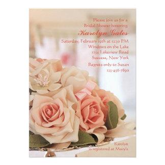 Invitación color de rosa de la bandeja