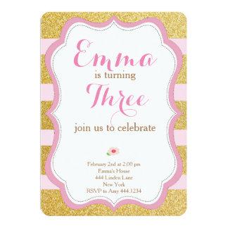 Invitación color de rosa y primera del cumpleaños