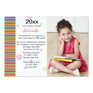 Invitación colorida de la graduación de la foto