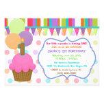 Invitación colorida linda del cumpleaños de la mag