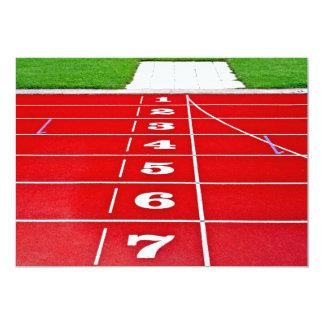 Invitación corriente de la pista del atletismo