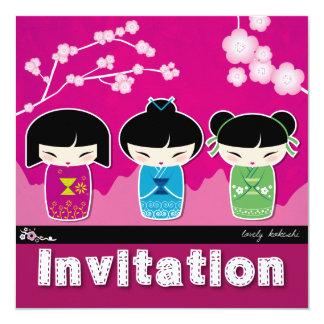 Invitación cuadrada de Kokeshi