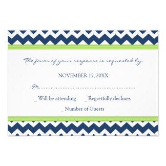 Invitación de boda azul de Chevron RSVP de la cal