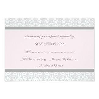 Invitación de boda gris rosada de RSVP del damasco