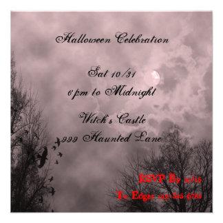 Invitación de encargo frecuentada de Halloween de
