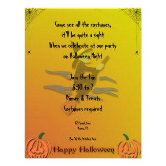 Invitación de Halloween de la mujer de Witchy