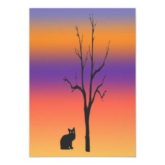 Invitación de Halloween del gato y del árbol