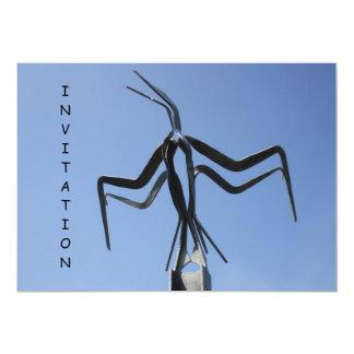 Invitación de la escultura del pájaro en vuelo