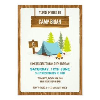 Invitación de la fiesta de cumpleaños que acampa -