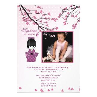 Invitación de la foto de la muñeca de Kokeshi