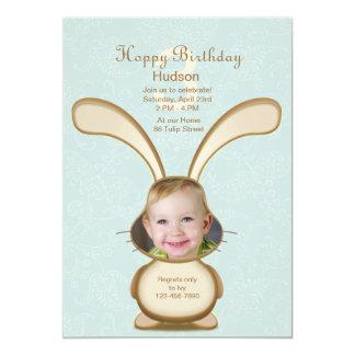 Invitación de la foto del cumpleaños del conejito invitación 12,7 x 17,8 cm