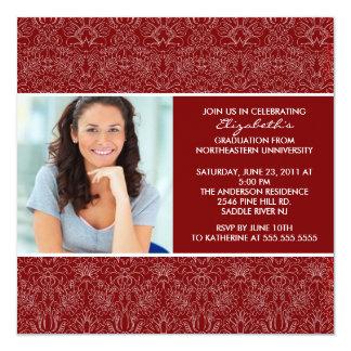 Invitación de la graduación con damasco del rojo
