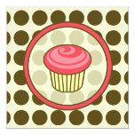 Invitación de la magdalena del cumpleaños - rosa