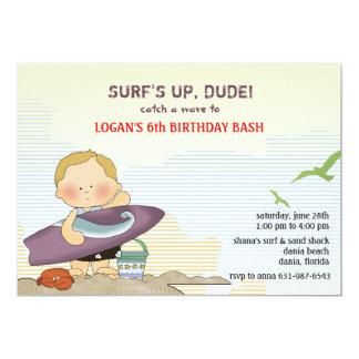 Invitación de la persona que practica surf de