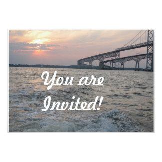 Invitación de la puesta del sol del puente de la