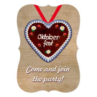 Invitación de Oktoberfest con un corazón del pan
