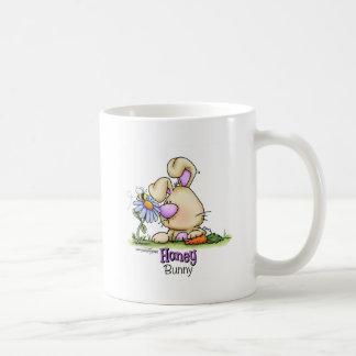Invitación de Pascua del conejito de la miel Tazas