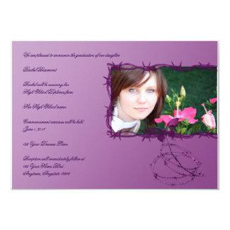 Invitación de púas púrpura de la graduación de la