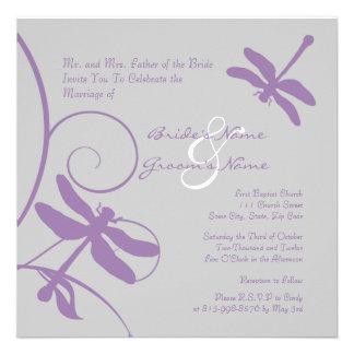 Invitación del boda de la libélula de la plata y d