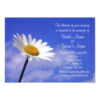 Invitación del boda de la margarita del cielo azul