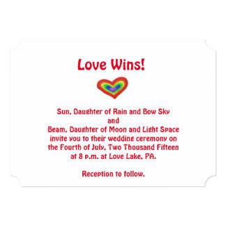 Invitación del boda del corazón del arco iris