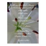 Invitación del boda del lirio con escritura postal