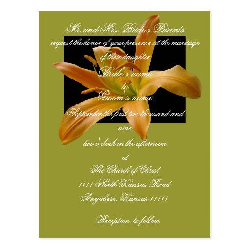Invitación del boda del lirio con escritura tarjeta postal