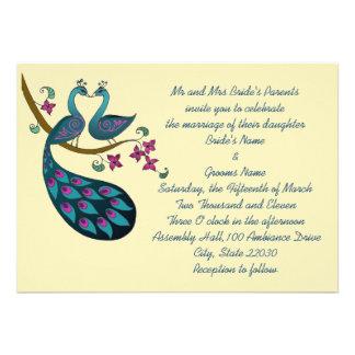 Invitación del boda del pavo real, marfil