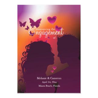 Invitación del compromiso del abrazo del amante