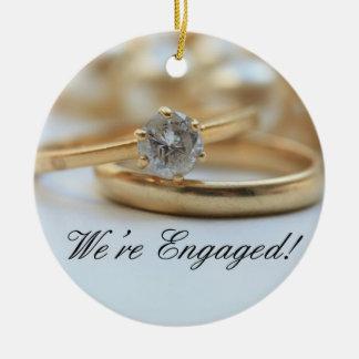 Invitación del compromiso del anillo de diamante adorno navideño redondo de cerámica