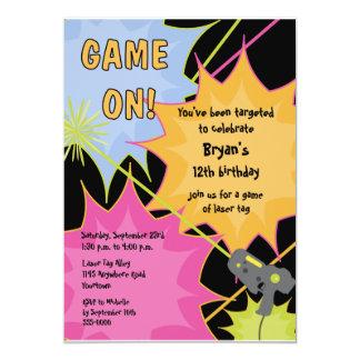 Invitación del cumpleaños de la etiqueta del laser