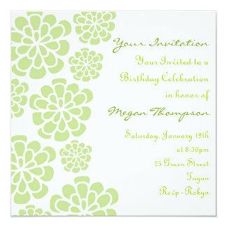 Invitación del cumpleaños de la flor verde y