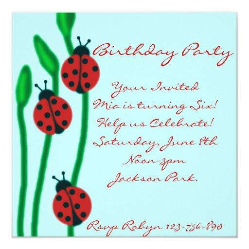 Invitación del cumpleaños de la mariquita del rojo