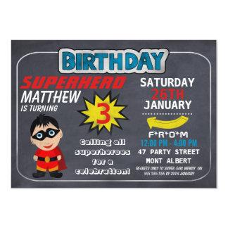 Invitación del cumpleaños de la pizarra del super