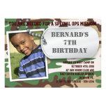 Invitación del cumpleaños de la placa de identific
