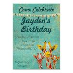 Invitación del cumpleaños de tres jirafas que mira