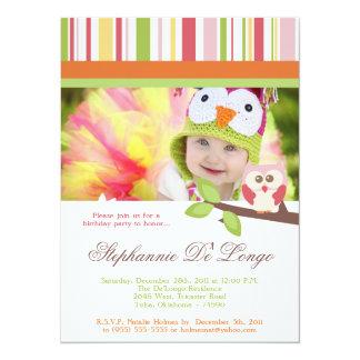 Invitación del cumpleaños del arbolado del chica