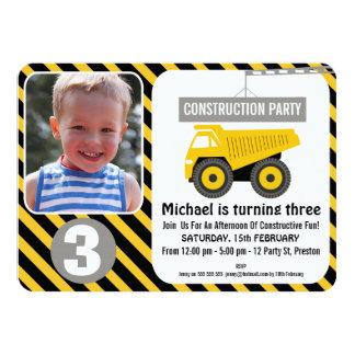 Invitación del cumpleaños del camión de la