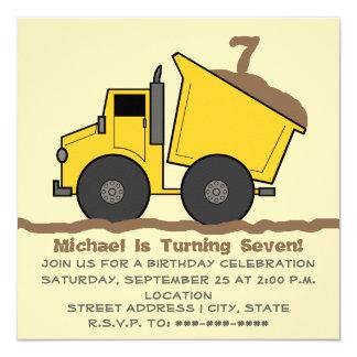 Invitación del cumpleaños del camión volquete