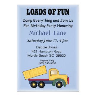 Invitación del cumpleaños del camión volquete de