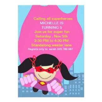 Invitación del cumpleaños del chica del super héro