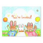 invitación del cumpleaños del conejito del globo invitación 10,8 x 13,9 cm
