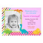 Invitación del cumpleaños del dinosaurio para el c