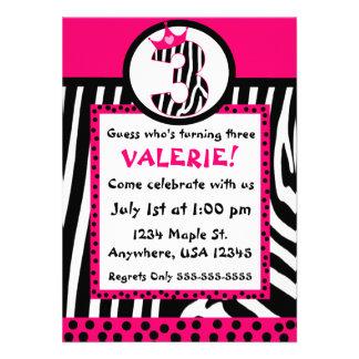 Invitación del cumpleaños del estampado de zebra y